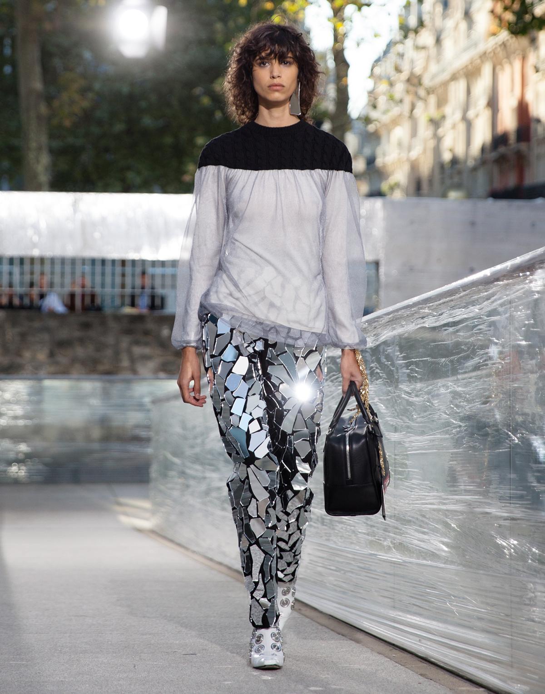 Pantalón efecto espejo de Loewe