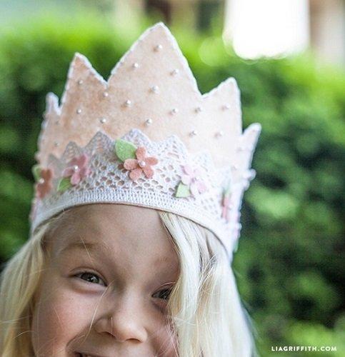 Tutorial para crear una corona de encaje y tela de Lia Griffith