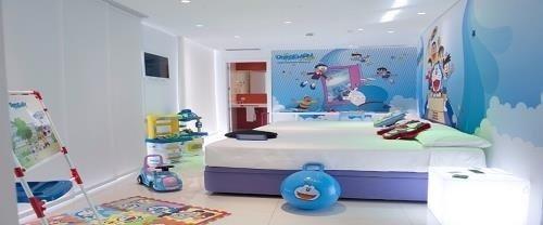 Habitación de Doraemon del Hotel del Juguete en Ibi, Alicante